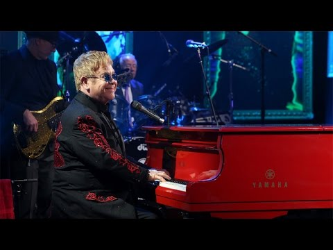 Elton John Performs 'Looking Up'